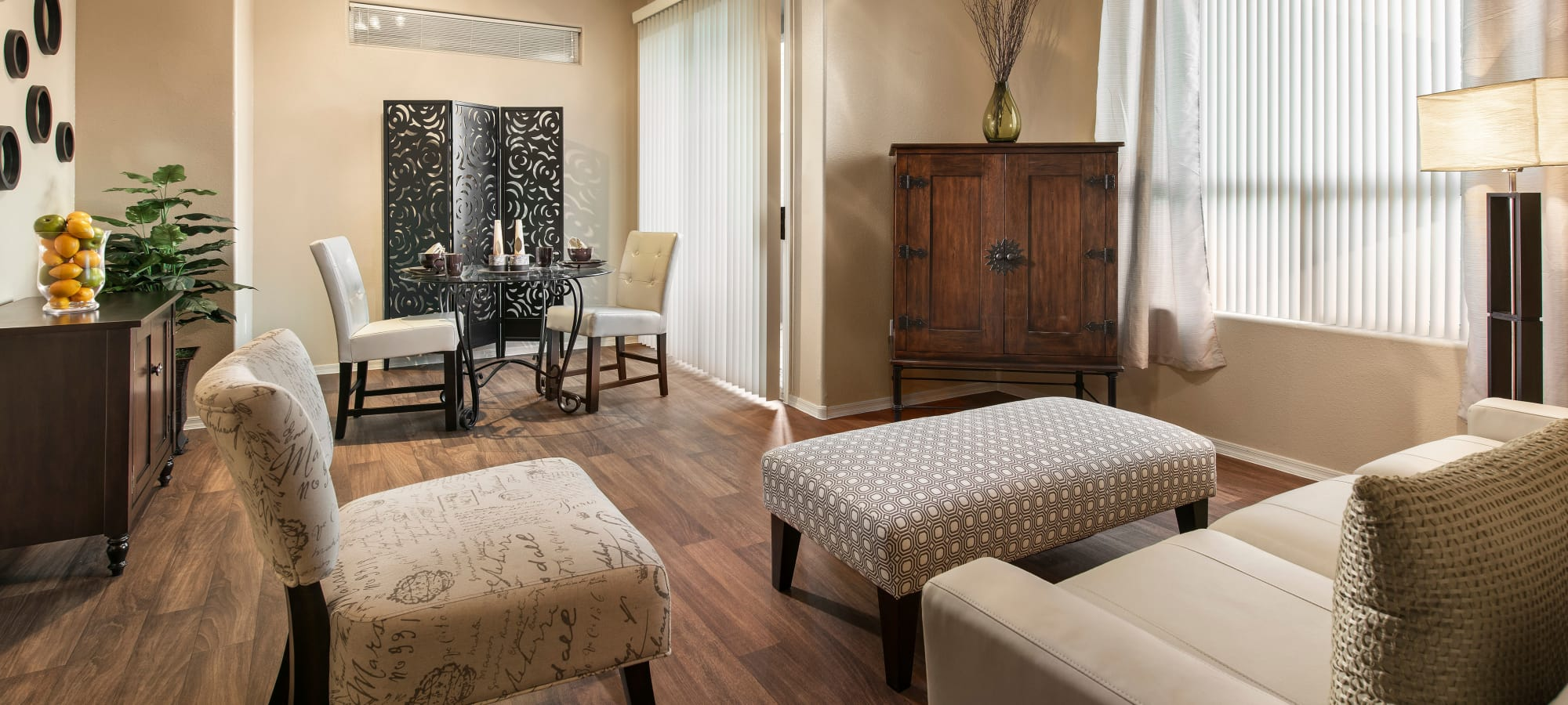 Resident living room at Laguna at Arrowhead Ranch in Glendale, Arizona