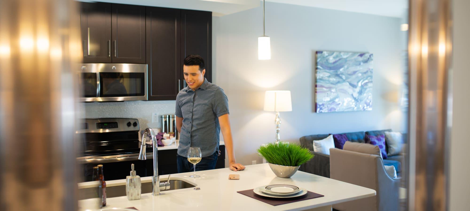 Residents enjoying their new kitchen at The Astor at Osborn in Phoenix, Arizona