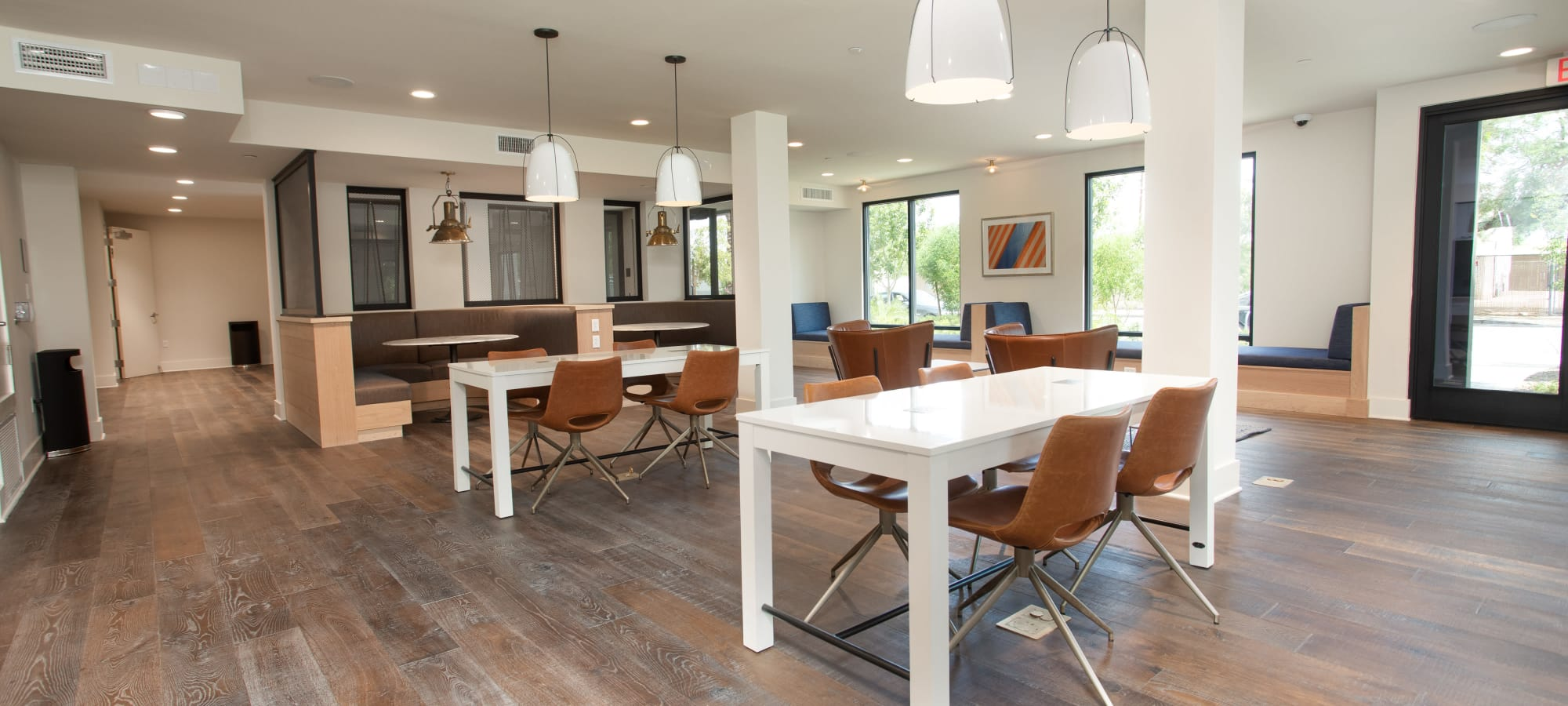 Modern business center with lots of seating at Lakeside Drive Apartments in Tempe, Arizona