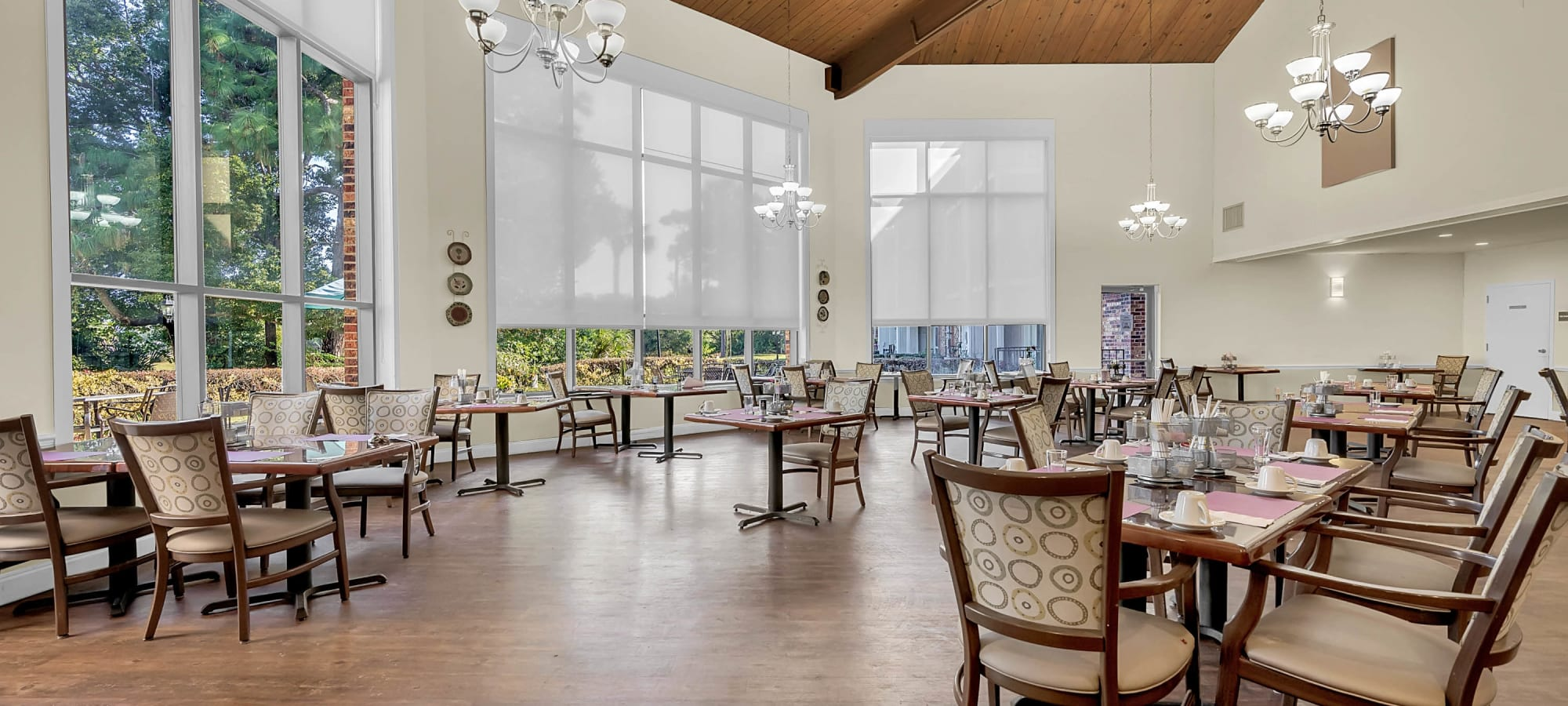 Renaissance Retirement Dining Room in Sanford, FL; high ceilings, wood floors, large windows
