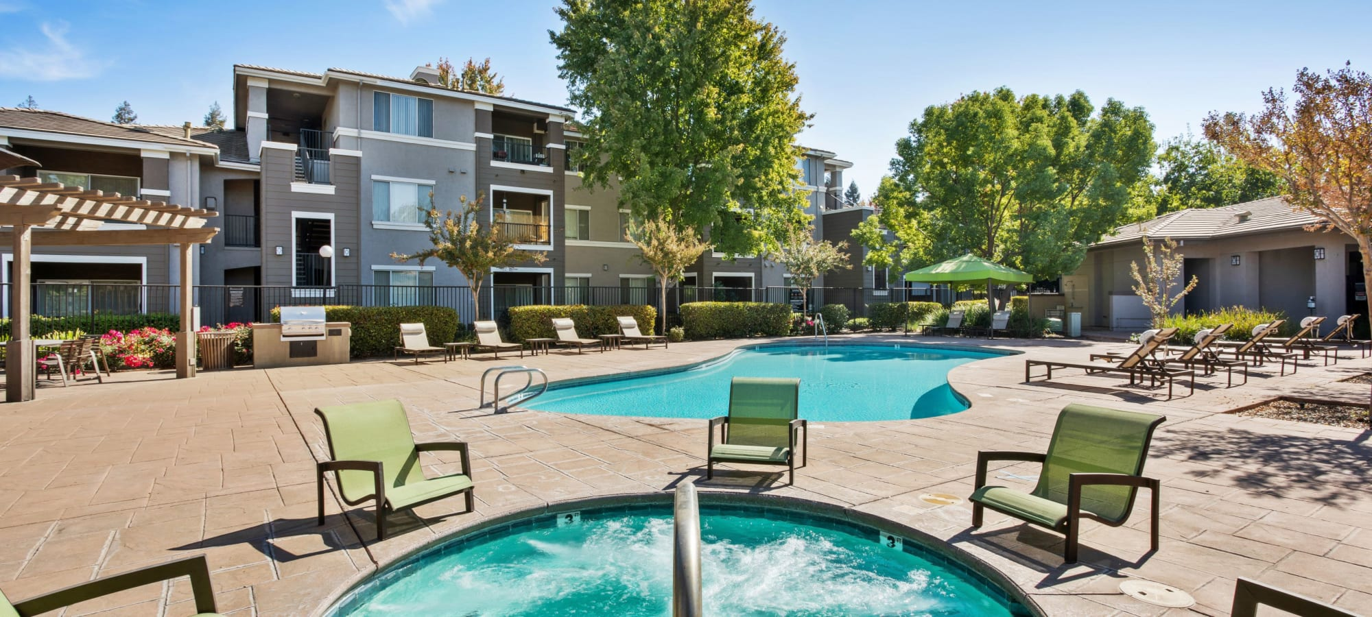 Miramonte and Trovas Apartments in Sacramento, California