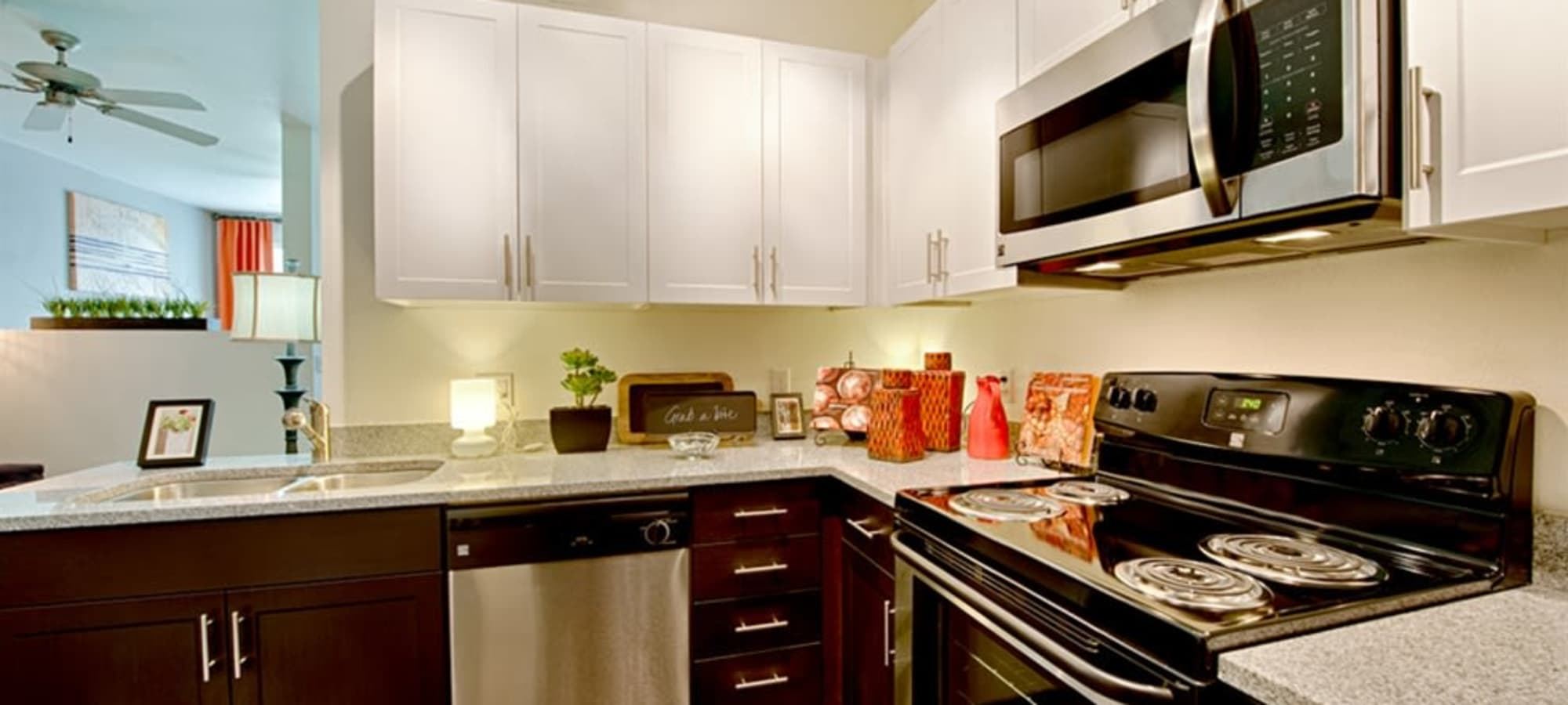 Open kitchen with granite counter tops at Cactus Forty-2 in Phoenix, Arizona