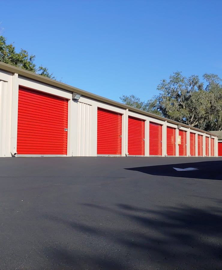 Facade and surrounding landscaping at StorQuest Self Storage in Clearwater, Florida