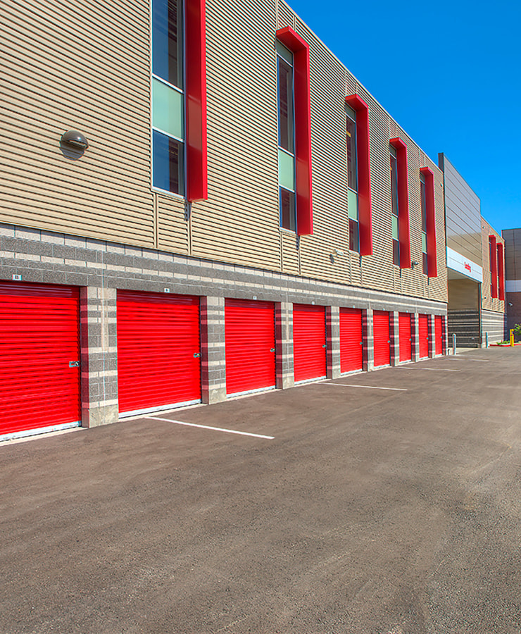 Facade and outdoor units at StorQuest Self Storage in Clearwater, Florida