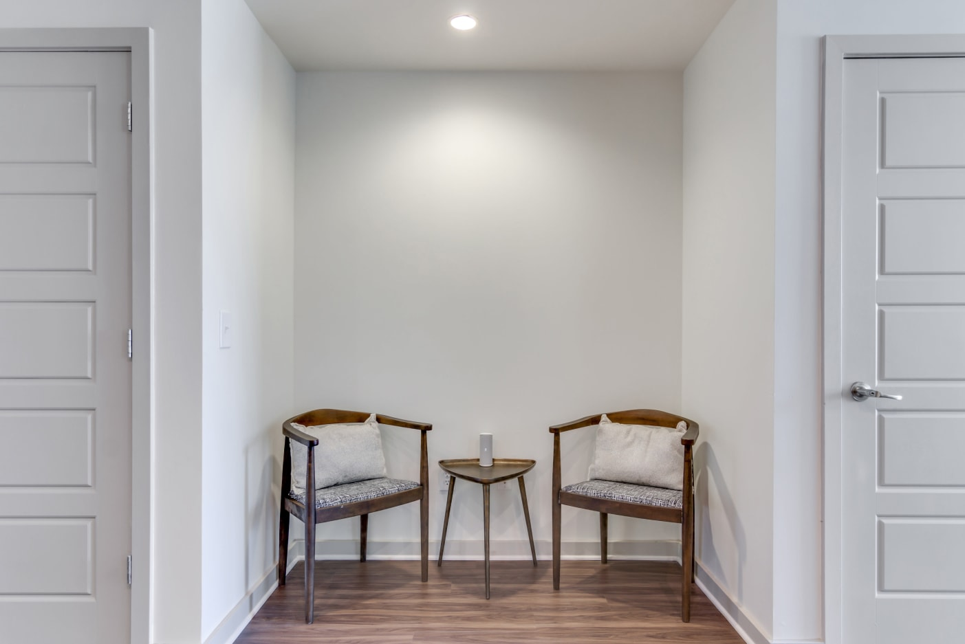reading-nook-in-12-south-apartments