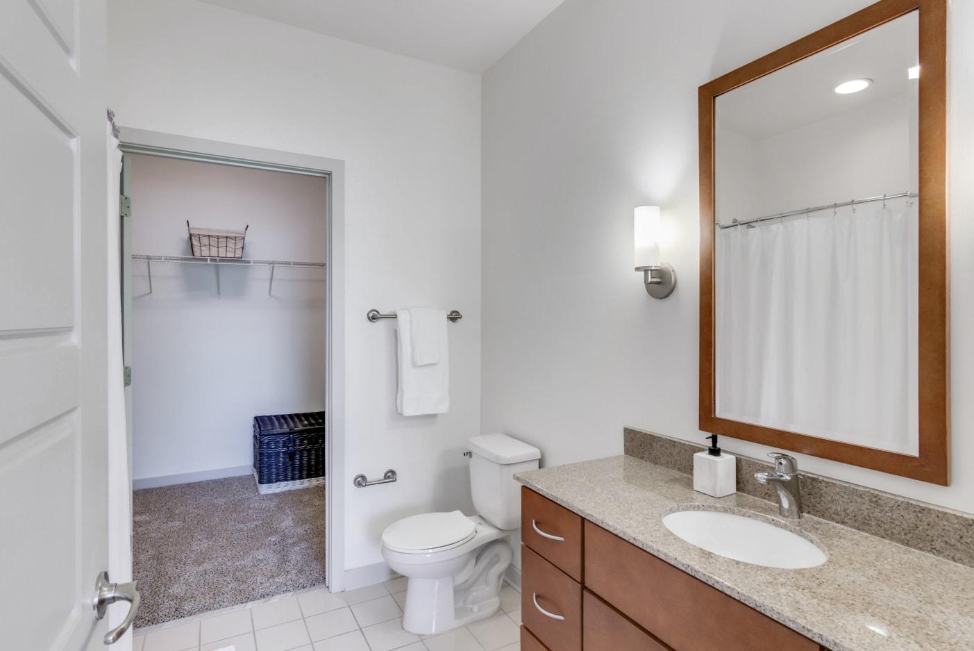 bright-bathrooms-nashville-apartments
