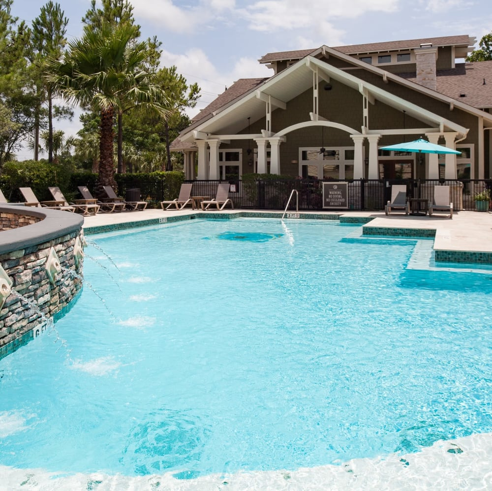 Resort-style swimming pool at Lakefront Villas in Houston, Texas