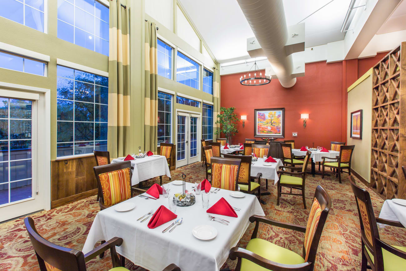 Oakmont Gardens offers a dining area in Santa Rosa, California