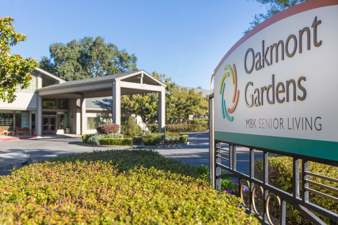 Welcome sign at Oakmont Gardens in Santa Rosa, California