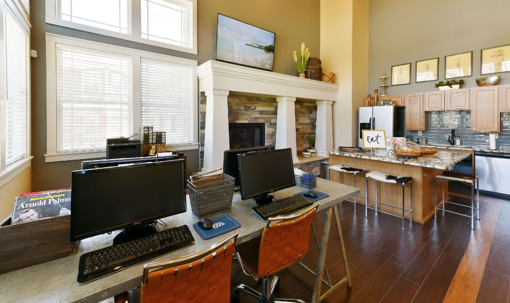 Computers at Cottages at Abbey Glen Apartments