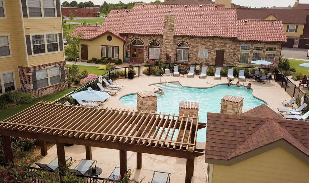 Enjoy a unique swimming pool at Cascata Apartments