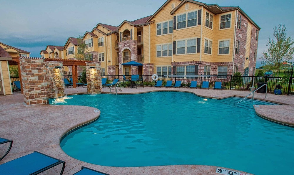 Tulsa apartments swimming pool