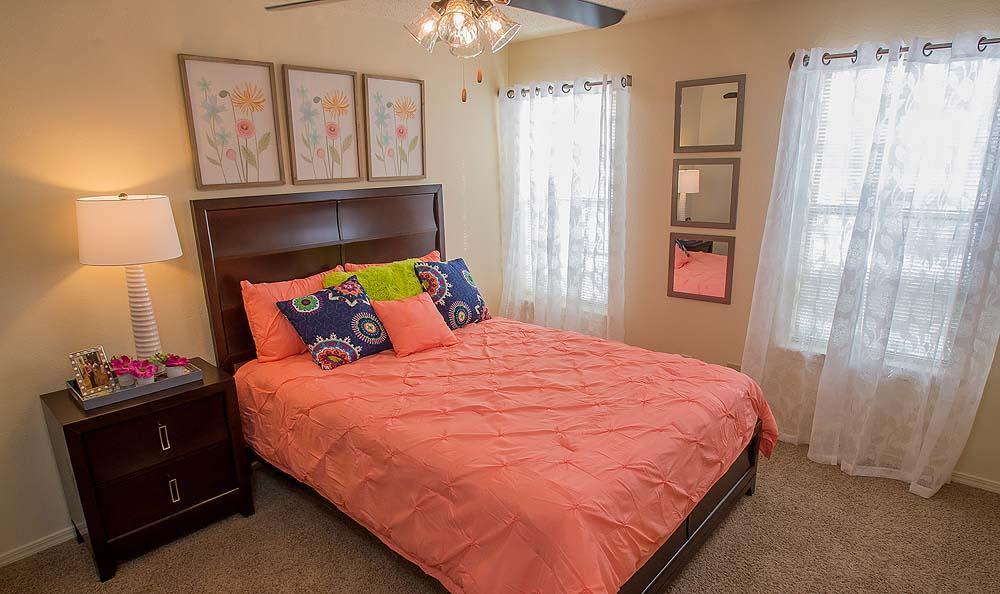 Creekwood Apartments bedroom