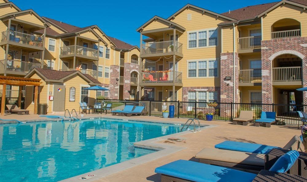 Swimming pool at Mission Point Apartments