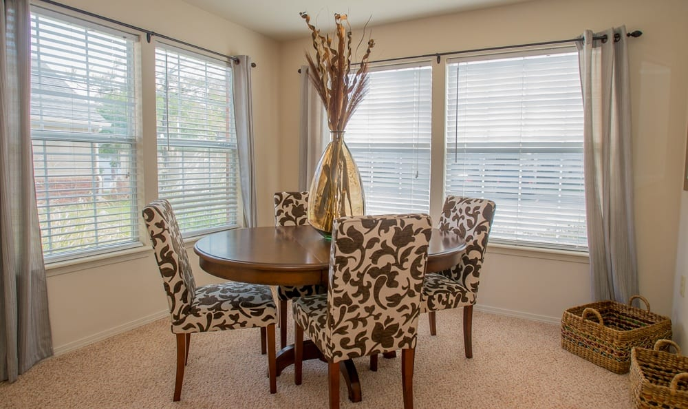 Dining area at apartments in Owasso