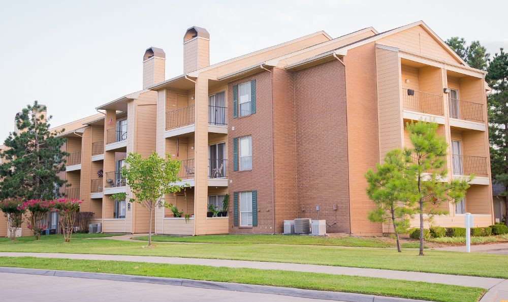 Exterior view of the apartments at Windsail Apartments