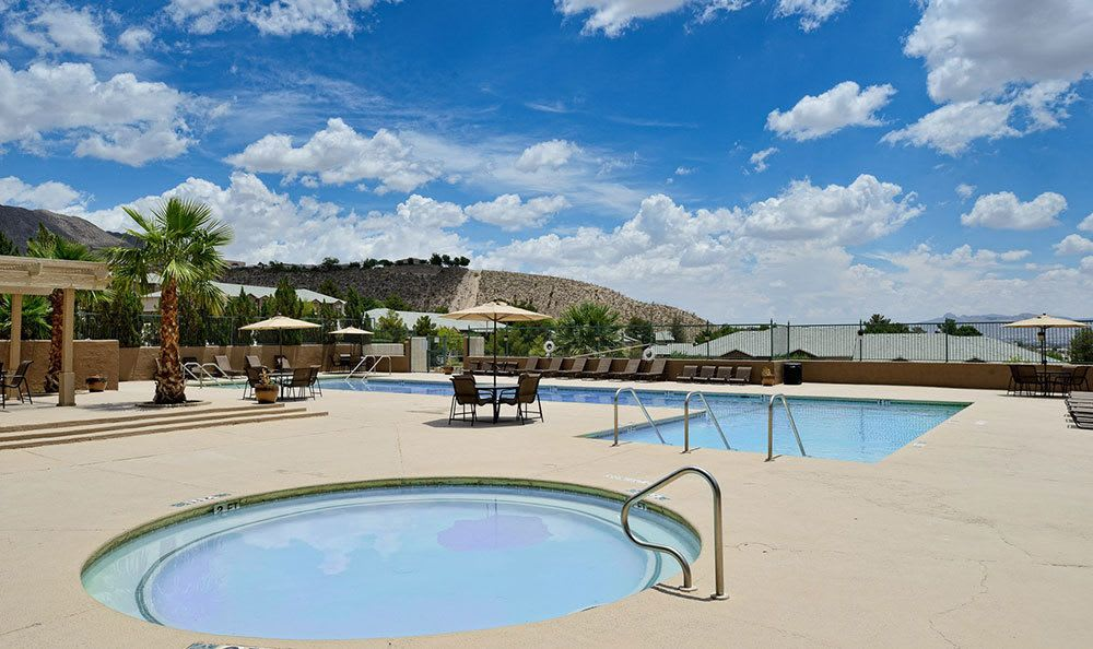 Swimming pool in El Paso apartments
