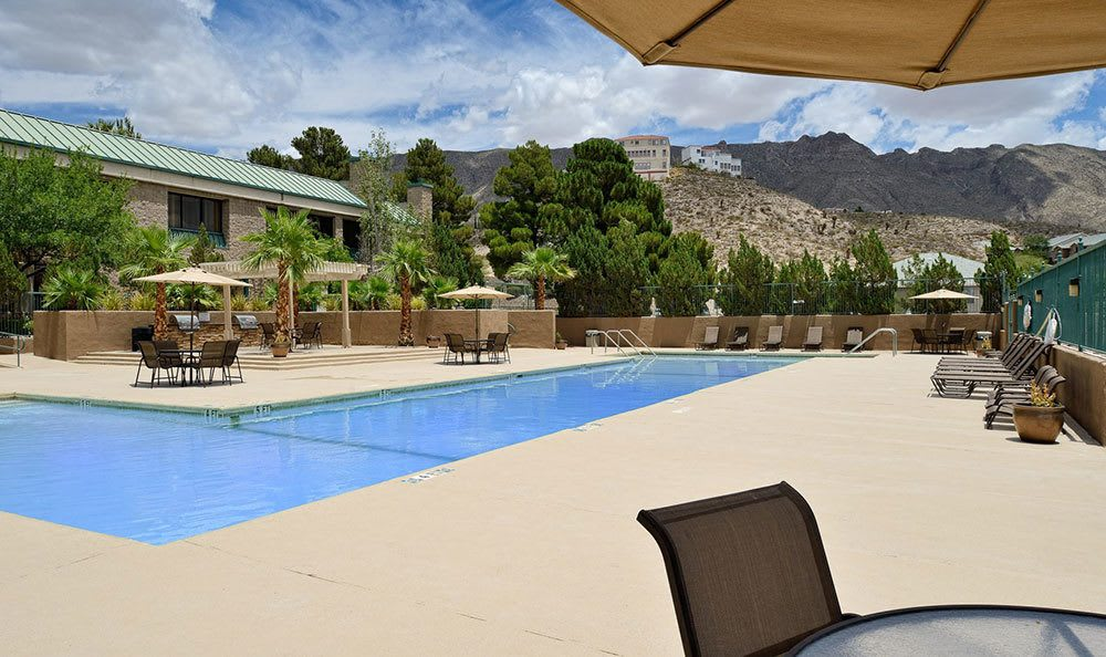 Apartments in El Paso with a swimming pool