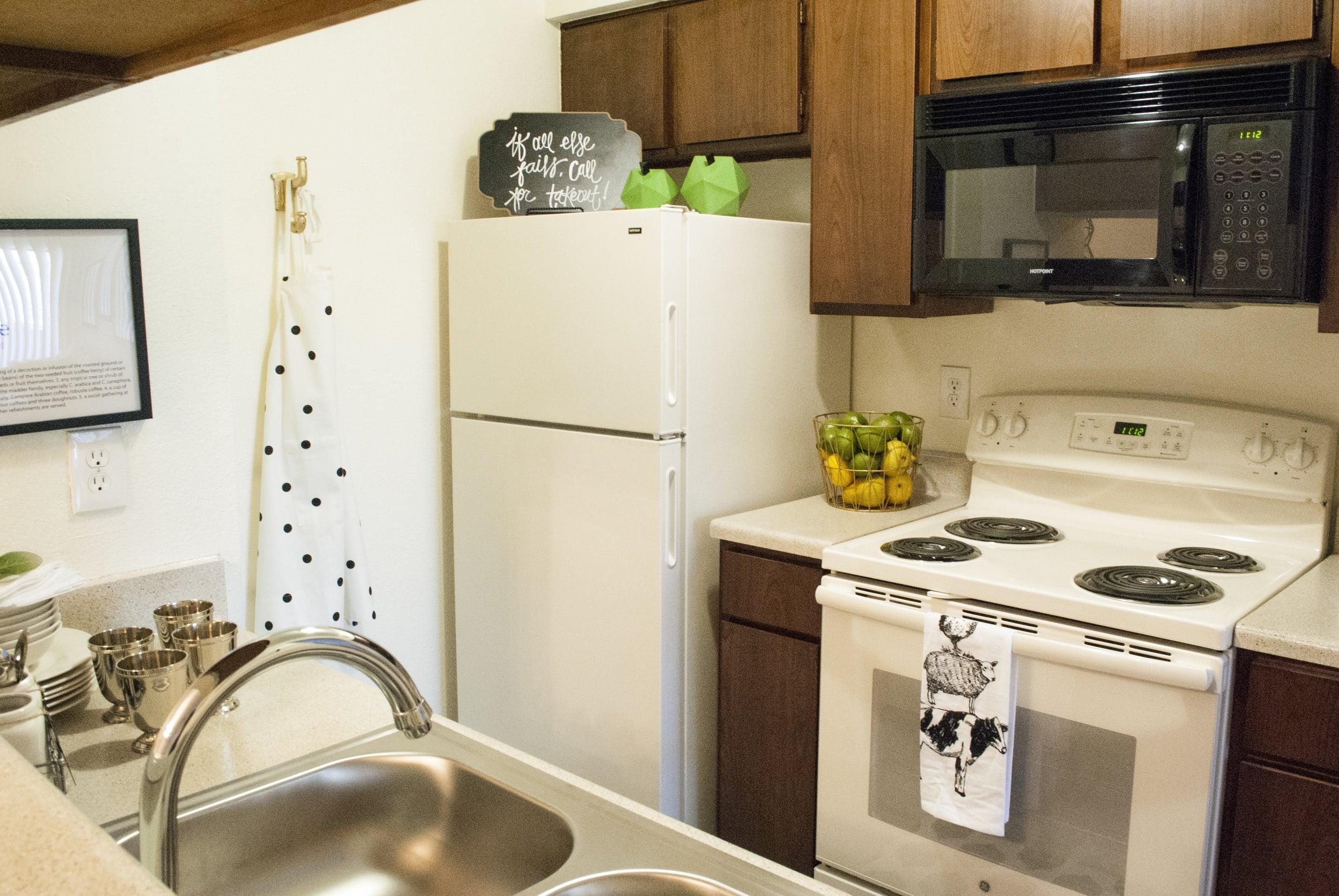 el paso apartments kitchen