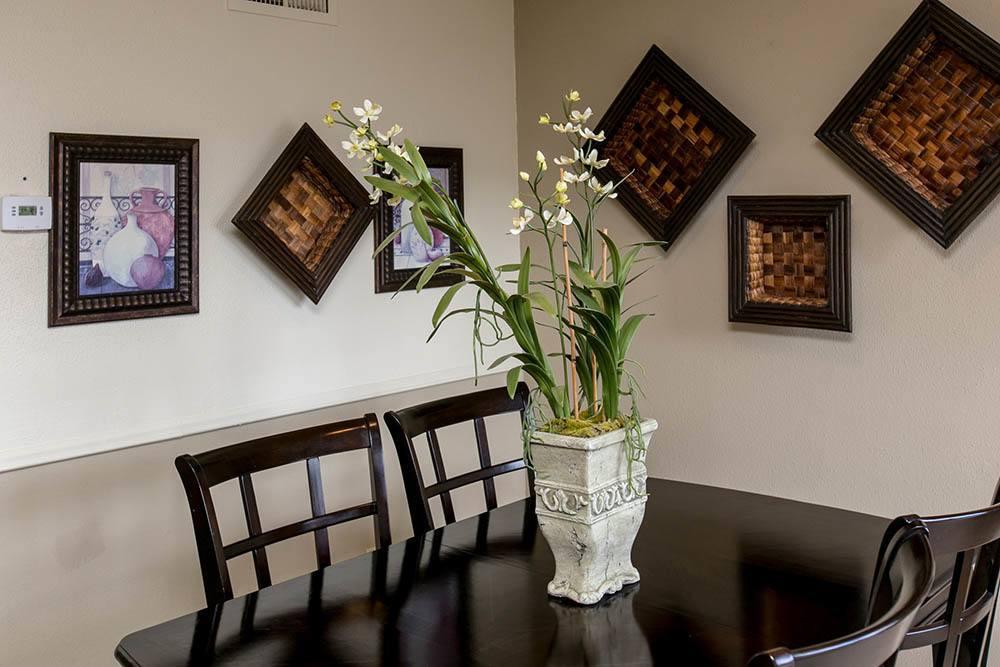 Dining table at Walnut Ridge Apartments