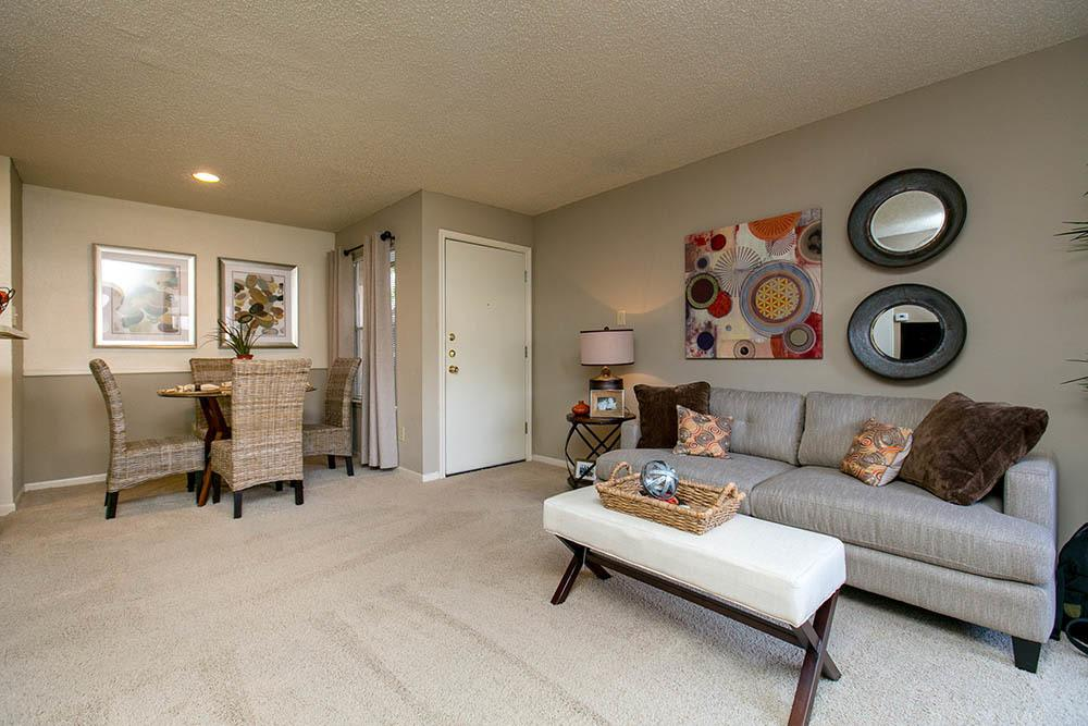 Seating at Walnut Ridge Apartments in Corpus Christi, TX