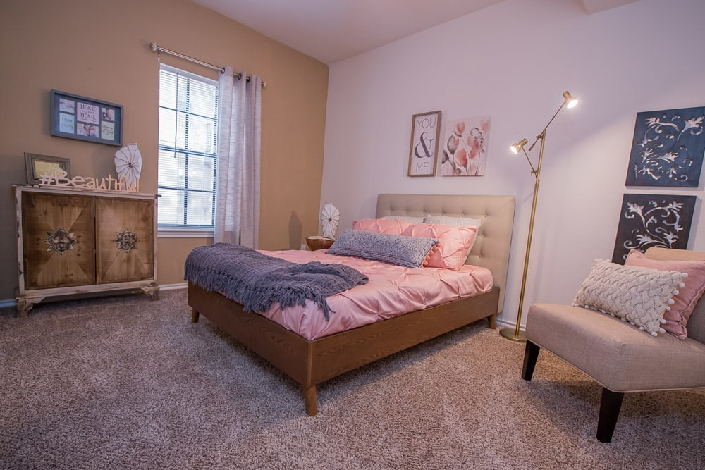 Spacious master bedroom at Arbors of Pleasant Valley