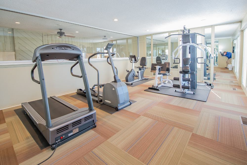 Fitness center at Fox Run Apartments