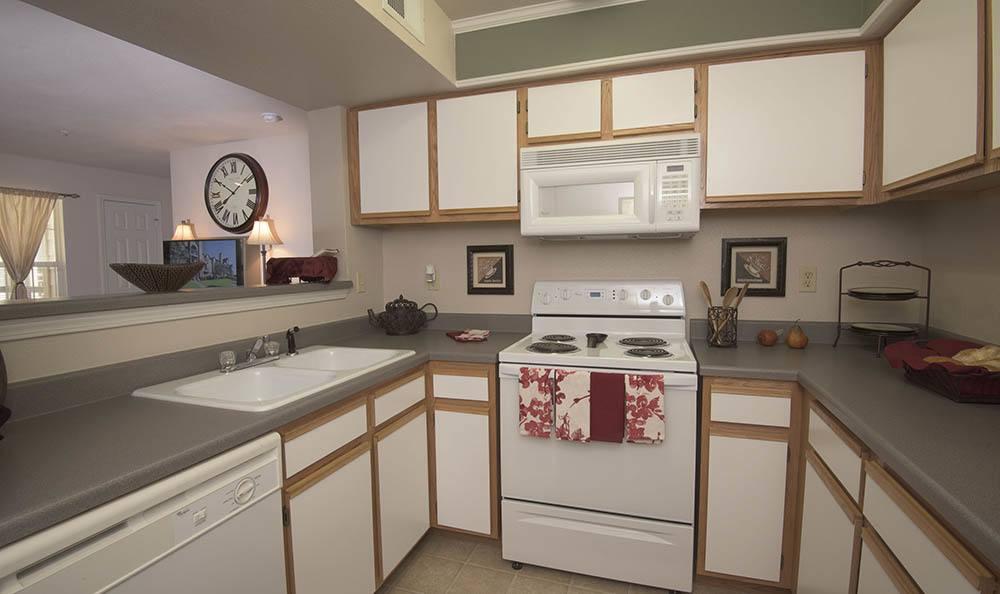 Newport Wichita apartments kitchen