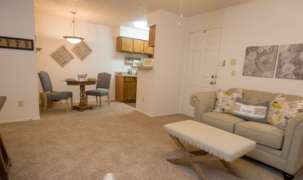 Cimarron Pointe Apartments dining area
