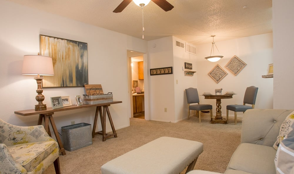 Cimarron Pointe Apartments living area