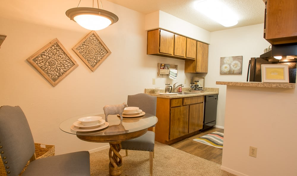 Cimarron Pointe Apartments dining area