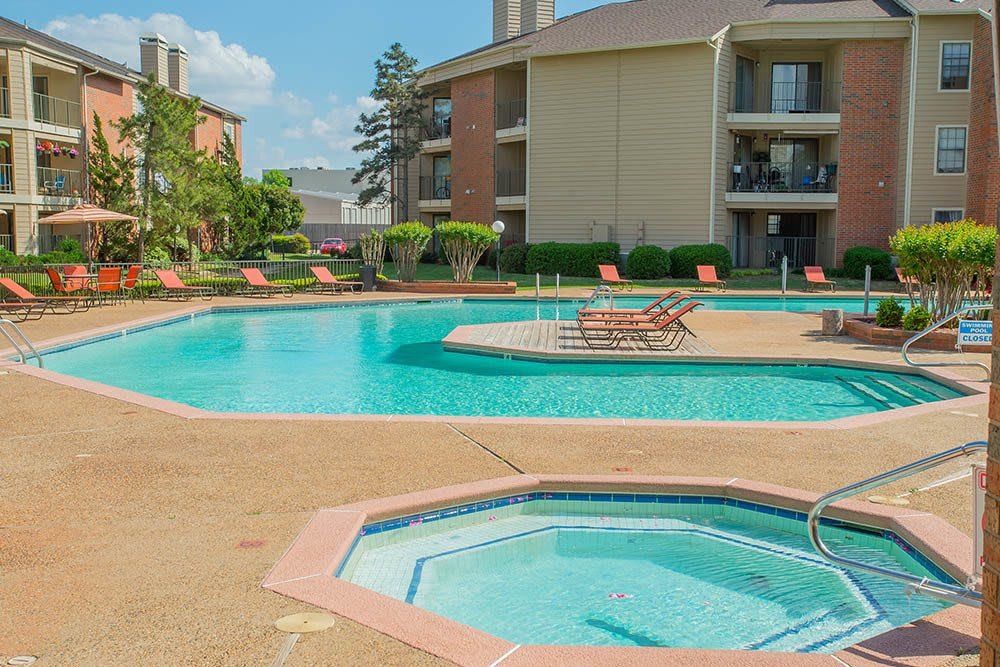 Hot tub and pool at Copperfield Apartments