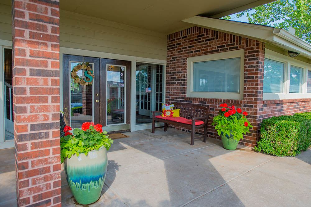 Entrance to Summerfield Place Apartments in Oklahoma City