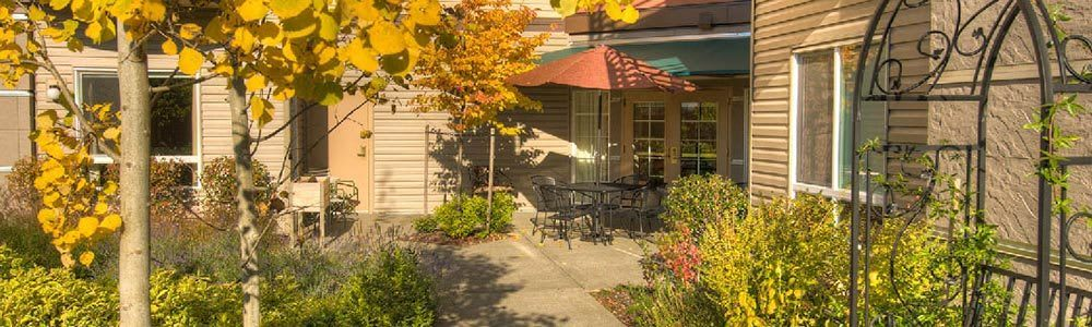 A view of the courtyard at our senior community in Lynnwood