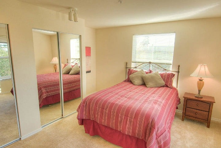 Bright bedrooms at the senior living community in Lynnwood
