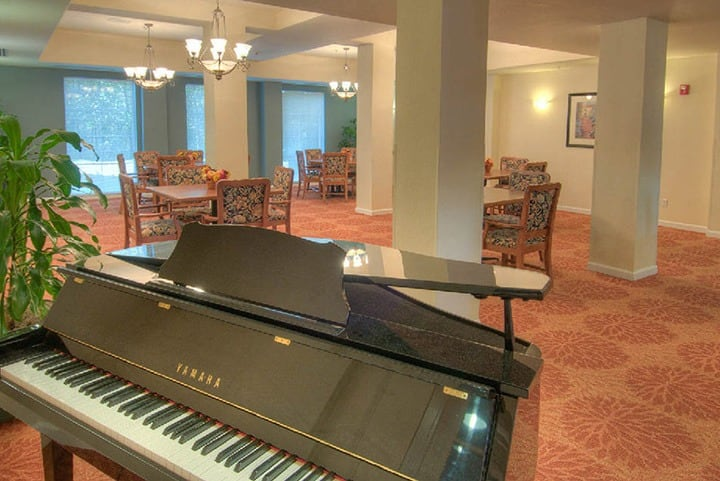 Lynnwood senior living with a grand piano