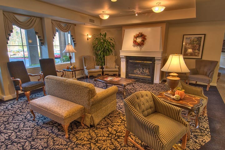 Relaxing common room at the senior living in Renton