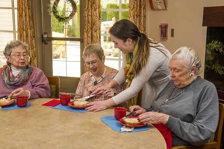 Residents eating at the senior living in Renton