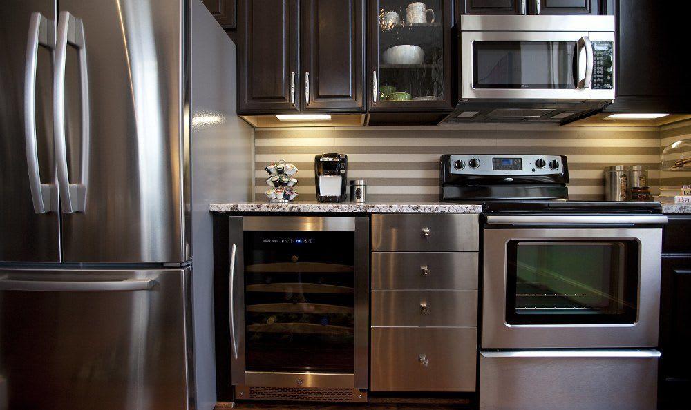 Kitchen at 400 North Ervay Apartment Homes
