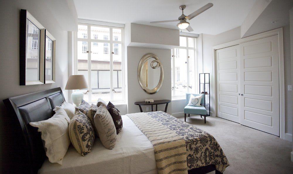 Bedroom at at 400 North Ervay Apartment Homes