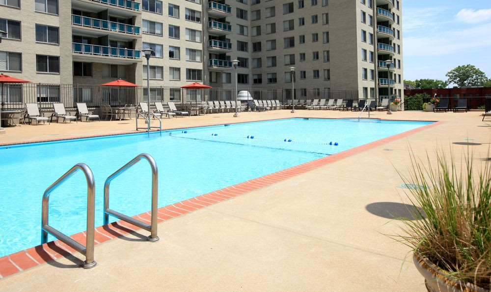 St Louis apartments pool