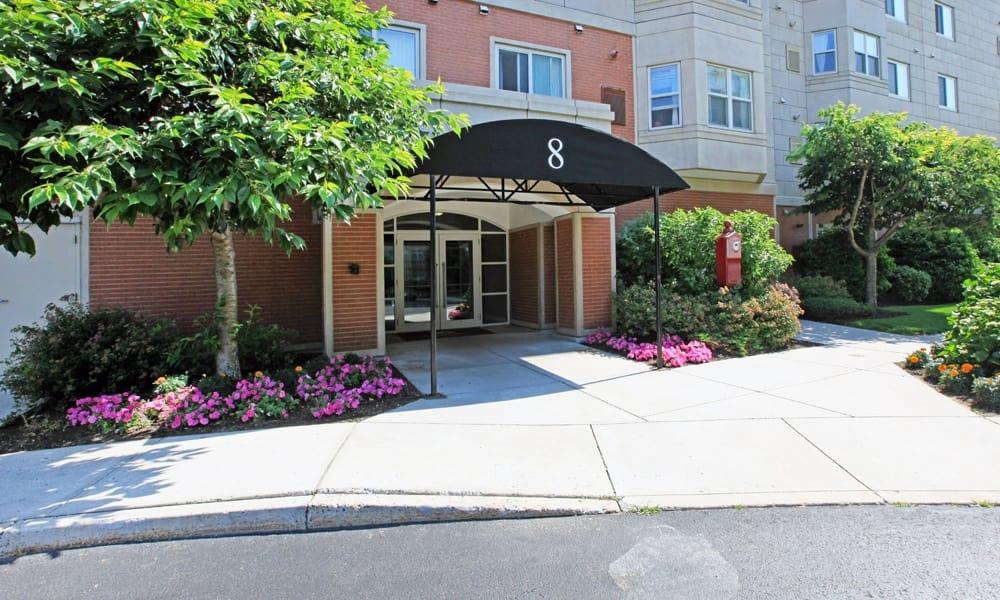 Quincy Apartments Entrance