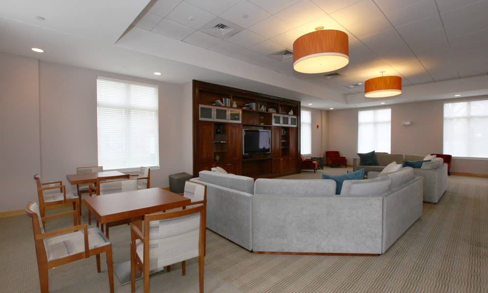 resident lounge at the apartments in Quincy