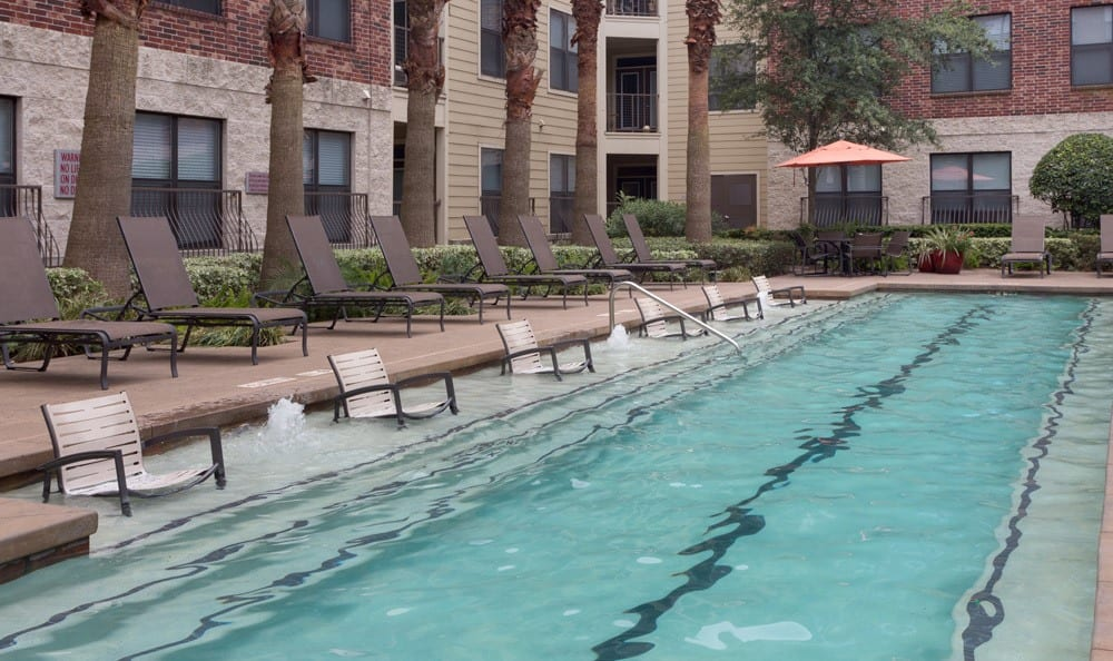 Houston TX luxurious pool amenities