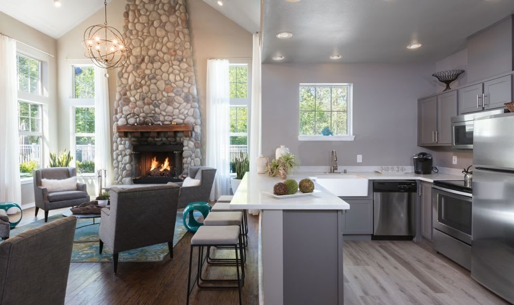 Echo Ridge in Snoqualmie, WA offers apartments with a fireplace and kitchen