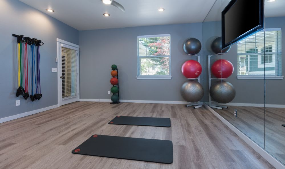 Spacious fitness center at apartments in Snoqualmie, WA