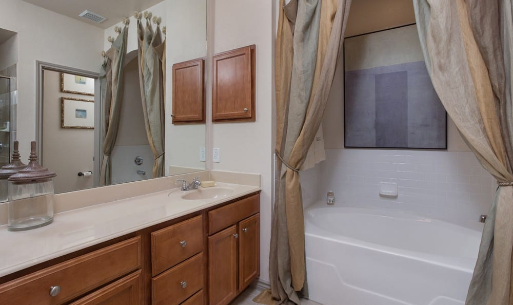 Big bathroom at Estancia Townhomes