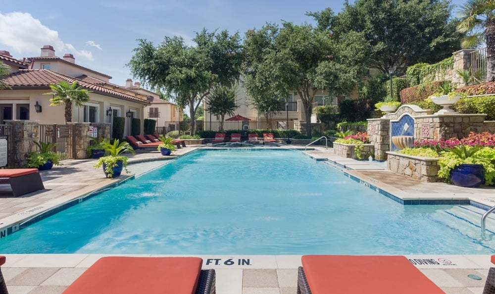 Dallas apartments pool area