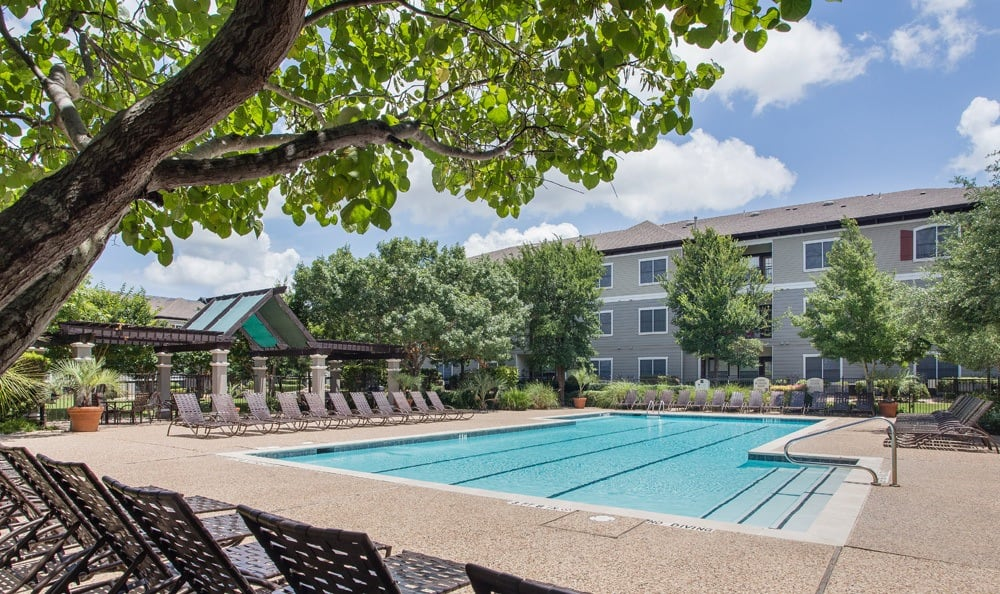 Austin apartments swimming pool