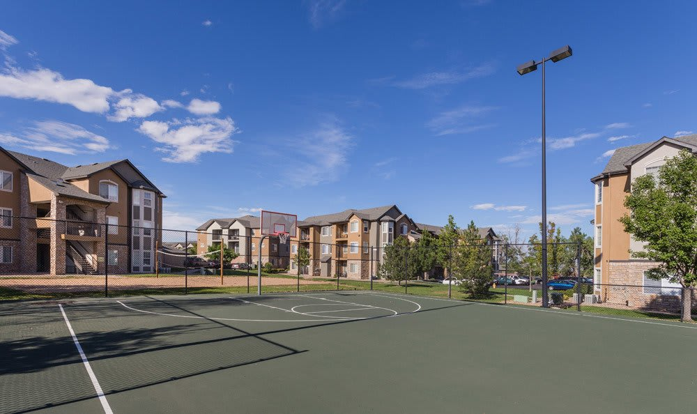 Tennis Court at Thornton apartments